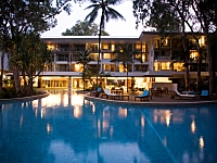 Large Resort Swimming Pool with Spa - Grand Mercure Rockford Esplanade Apartments Palm Cove