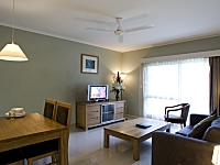 Standard Suite Living Area - Hotel Grand Chancellor Palm Cove