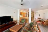 602 Yasmin - Lounge & Dining Area