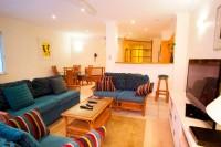 607 Juniper - Lounge & Dining Area