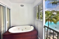 Beach Club Apartments Palm Cove Balcony Spa