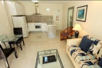 Deluxe One Bedroom Apartment - Palm Cove Tropic Apartments
