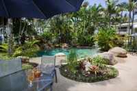 Enjoy a BBQ by the Pool - Palm Cove Holiday Apartments