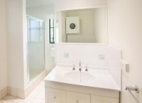 Private ensuite facilities - Palm Cove Holiday Apartments