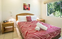 Separate Bedroom in the self contained apartments - - Palm Cove Holiday Apartments