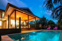 Trito Palm Cove Holiday House - with Private Pool and large outdoor deck