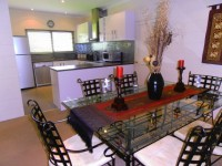 Kitchen & Dining Area - Palm Cove Holiday House