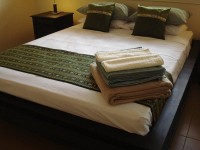2 Queen Beds plus bunk beds - Palm Cove Holiday House