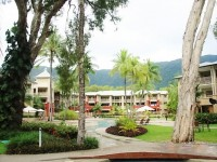 Central swimming Pool with kiddies pool - Palm Cove Apartment