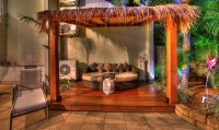 Outdoor Balinese Pavilion with Day Bed - Palm Cove Holiday House