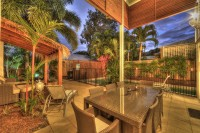 Enjoy alfreso dining with outdoor kitchen, BBQ and dining area - Palm Cove Holiday House