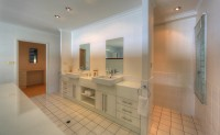 Complete with 2 Bathrooms (1 with bath tub) and 3 toilets - Palm Cove Holiday House
