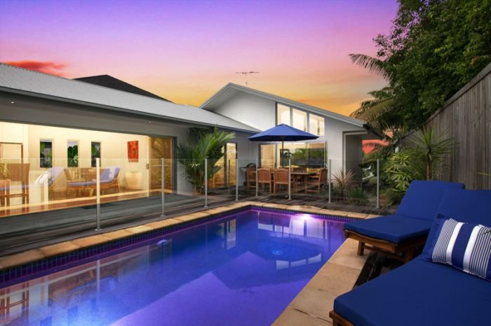 4 Bedroom Holiday Home | Private Pool & Boat Pontoon