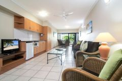 1 Bedroom Jacuzzi - Regal Holiday Apartments Port Douglas