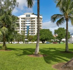 181 The Esplanade Cairns Holiday Apartments with ocean views