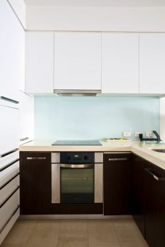 Cairns Harbour Lights complex 2 Bed Kitchen