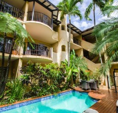 2 Heated swimming pools - Villa San Michele Holiday Apartments in the centre of Port Douglas