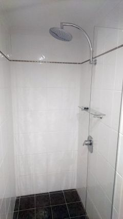 2nd Bathroom with Shower - Palm Cove Private Apartment within Alamanda