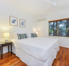 2nd Bedroom Twin or King Bedding - Alamanda Palm Cove Private Beachfront Apartment