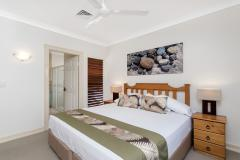 3 Bedroom Townhouse Bedroom - Palm Cove Family Accommodation