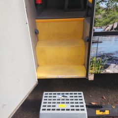 4WD Vehicle with easy access steps