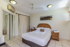 601 Mai - Master Bedroom | Palm Cove Private Apartments