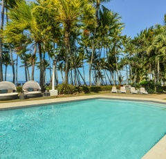 Alamanda Palm Cove Private Apartment | Direct Beachfront Ground Floor