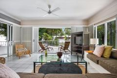 Spacious Living with ocean breezes | Alamanda Palm Cove Private Apartment