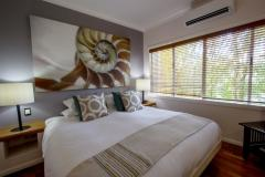 Luxurious King Bedroom - Alamanda Palm Cove Private Apartment