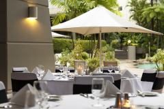 Alfresco Dining - Novotel Cairns Oasis Resort