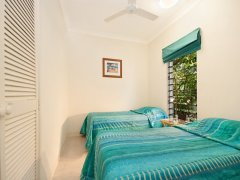 Port Douglas holiday apartment Twin Bedroom