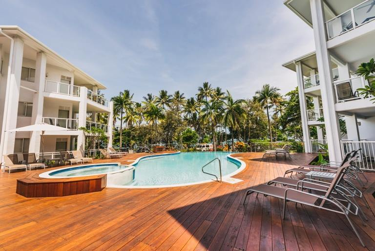Accommodation port douglas free nights holiday apartment for Small luxury beach resorts