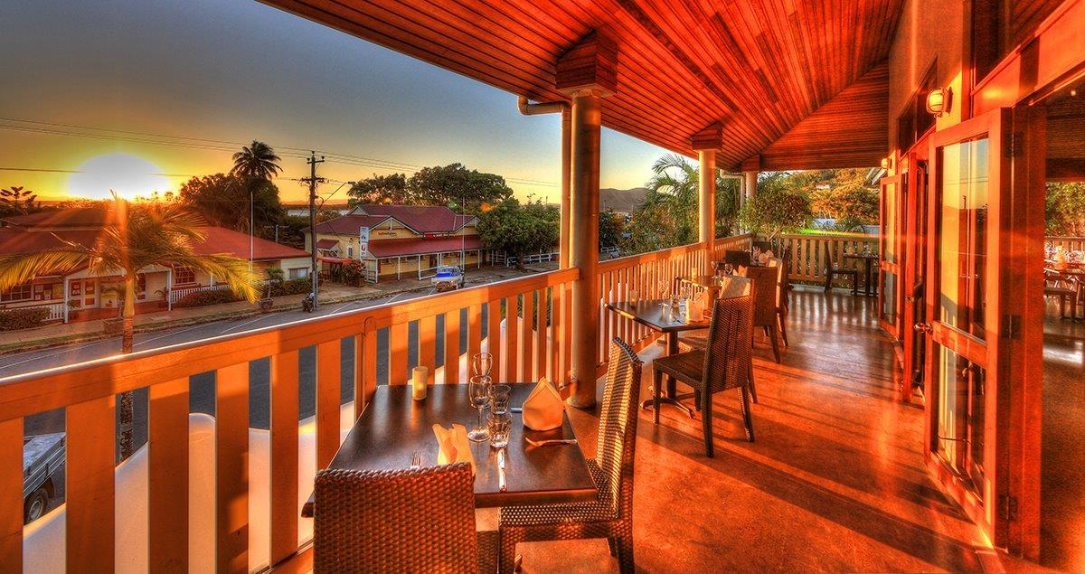 Cooktown accommodation sovereign resort cooktown hotel for Balcony restaurant