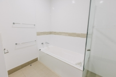 Bathroom - On the Beach - Port Douglas Apartments