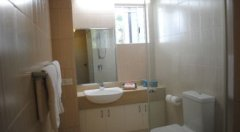 Ensuite Bathroom - Palm Cove Holiday Apartment