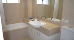 Main Bathroom - Palm Cove Holiday Apartment