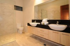 Modern bathroom facilities - Port Douglas Luxury Holiday House