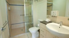 Bathroom facilities - Park Regis City Quays Cairns