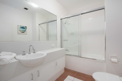 Bathroom | Self contained Trinity Beach holiday apartments