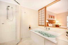 One Bedroom apartment Bathroom with Spa Bath - Romantic Resort Port Douglas
