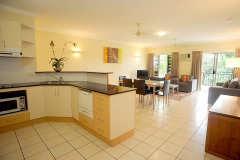 Spacious 2 & 3 Bedroom holiday Apartments with Kitchen Area in Cairns Resort