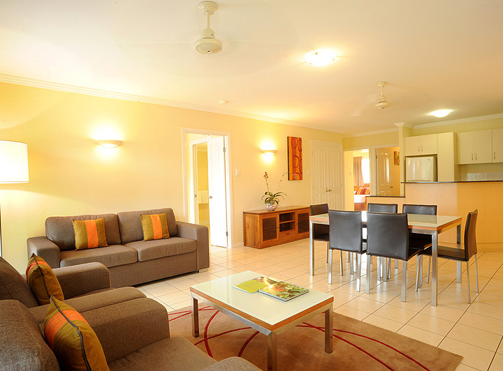 Spacious 2 & 3 Bedroom Apartments with separate Lounge Area in holiday apartments in Cairns