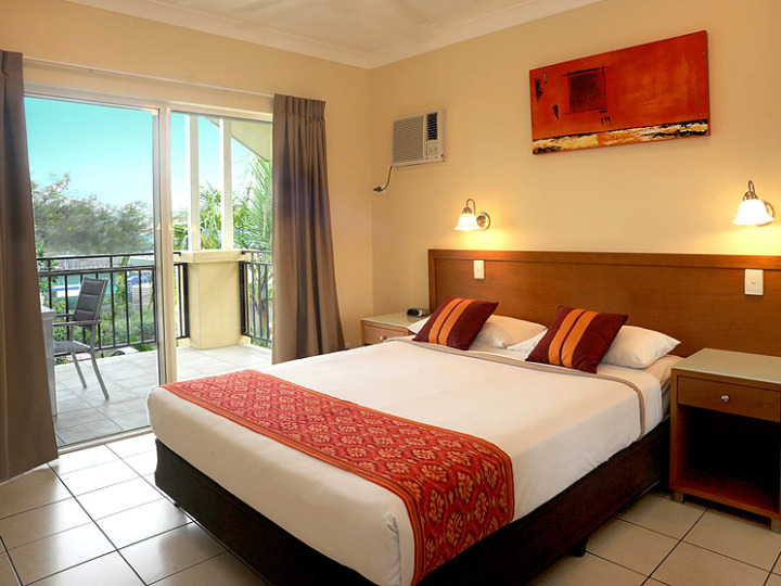 Spacious 2 & 3 Bedroom holiday Apartments in Cairns with separate Bedroom Area