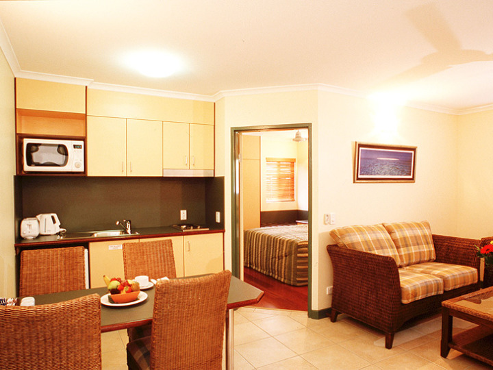 One Bedroom Apartment - Cairns Bay Village Tropical Resort