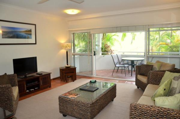 Port Douglas Accommodation and Holiday Apartments Lounge and Balcony