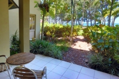 Beachfront Apartments easy walk to Palm Cove Beach | Palm Cove Beachfront Accommodation