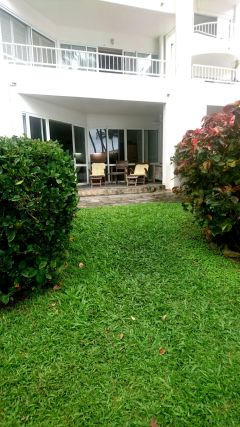 Beachfront Ground Floor Holiday Apartment with access out to Palm Cove Beach - Palm Cove Private Apartment within Alamanda