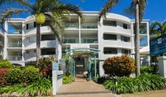 Beachfront Holiday Apartments - Trinity Waters Holiday Apartments