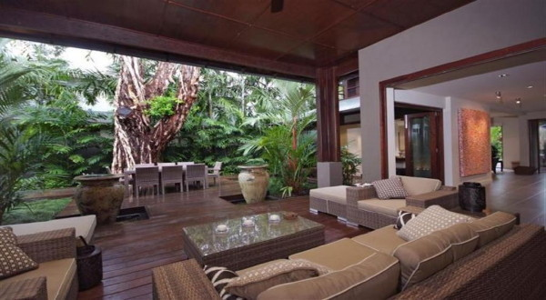Beachfront Holiday Home Port Douglas | Luxury Port Douglas Accommodation