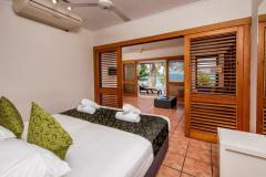 Beachfront Spa Suite - Paradise on the Beach Palm Cove Resort